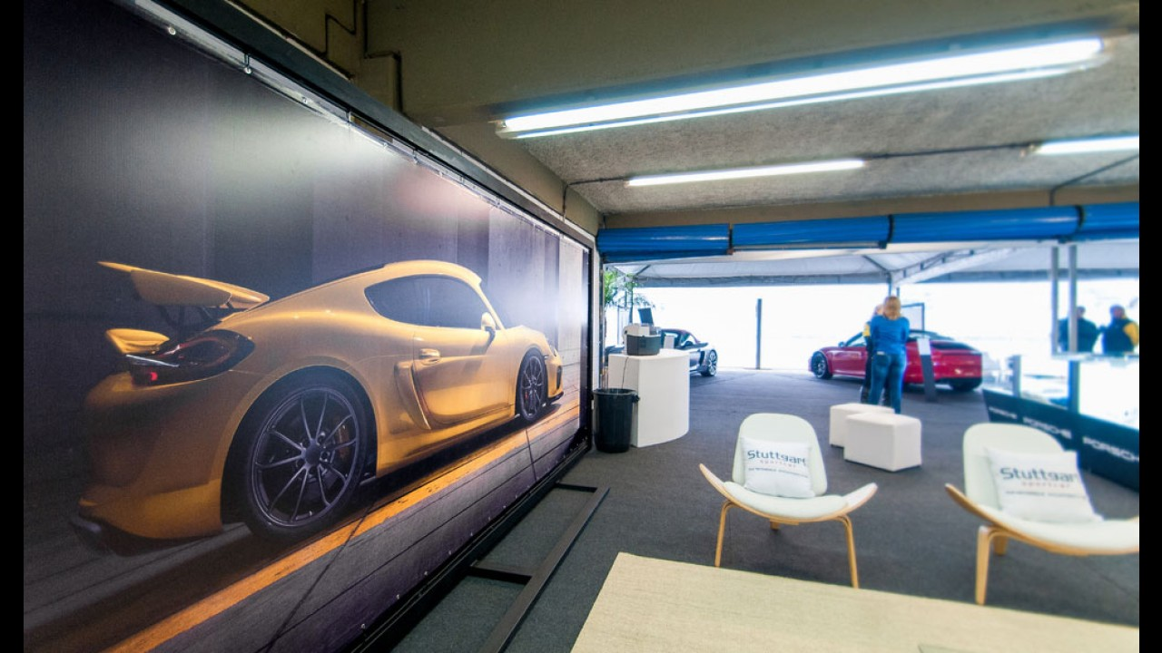 Com produção limitada, Porsche Cayman GT4 tem unidades entregues no Brasil