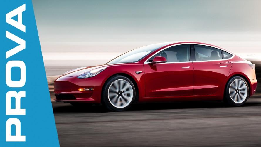 Tesla Model 3, va forte... Anche in curva