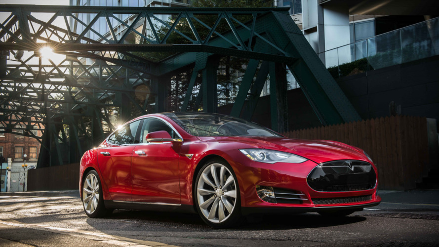 SEC investigating Tesla for not reporting Autopilot fatality to investors
