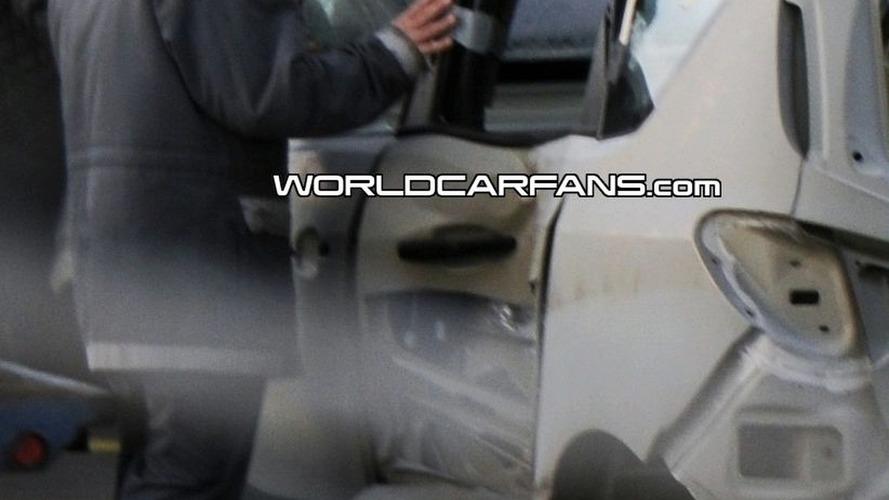 New Opel Meriva spy photos of unibody shell - FlexDoor system crash tested