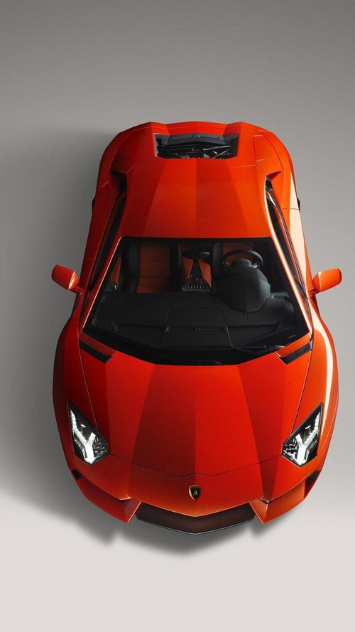 Lamborghini Aventador LP700-4 hits 230mph