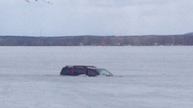 Ottawa driver ditches submerged SUV after falling through ice