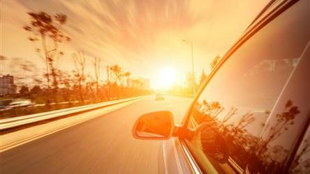 Sicurezza stradale, come difendersi in auto dalla luce del Sole