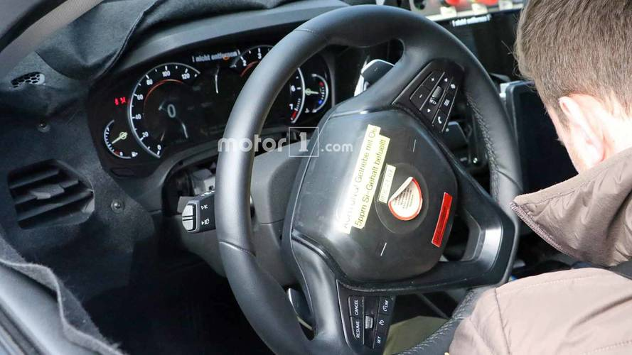 Flagra: Novo BMW Série 3 aparece com painel digital