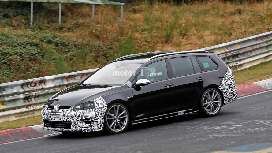 Photos espion - La Volkswagen Golf R SW restylée surprise sur le Nürburgring !