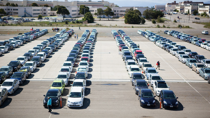 Toyota Prius owners set world record for hybrid parade