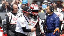 #5 Toyota Racing TS050 Hybrid: Kazuki Nakajima with Rob Leupen after the checkered flag