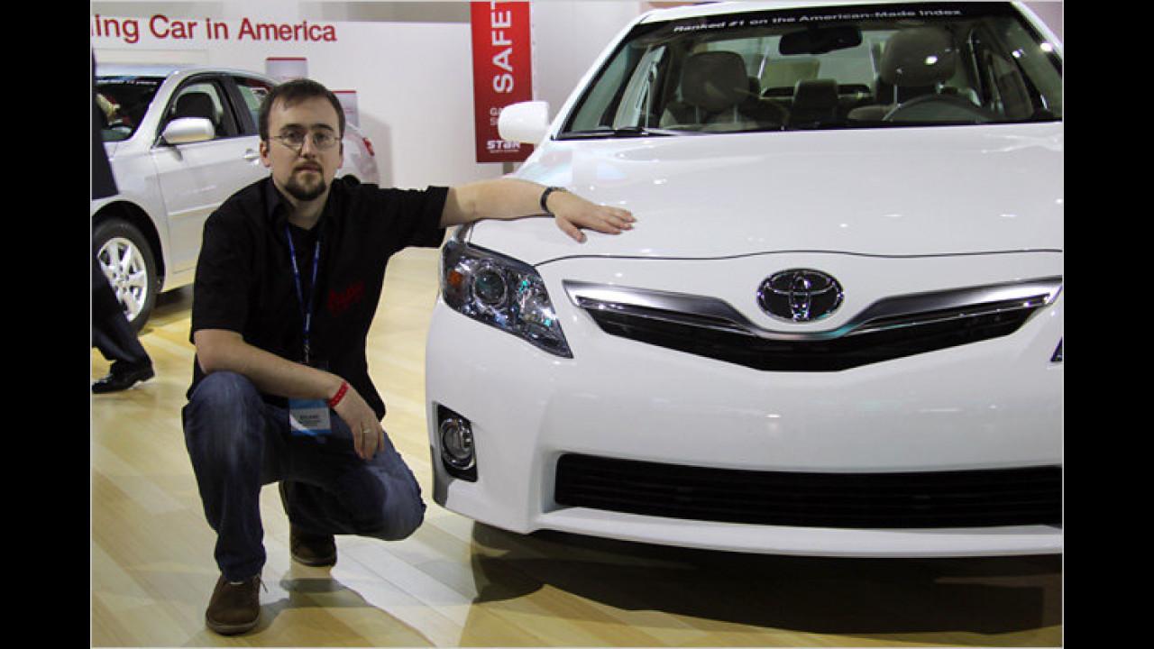 Detroit 2011: VW Passat vs. Toyota Camry