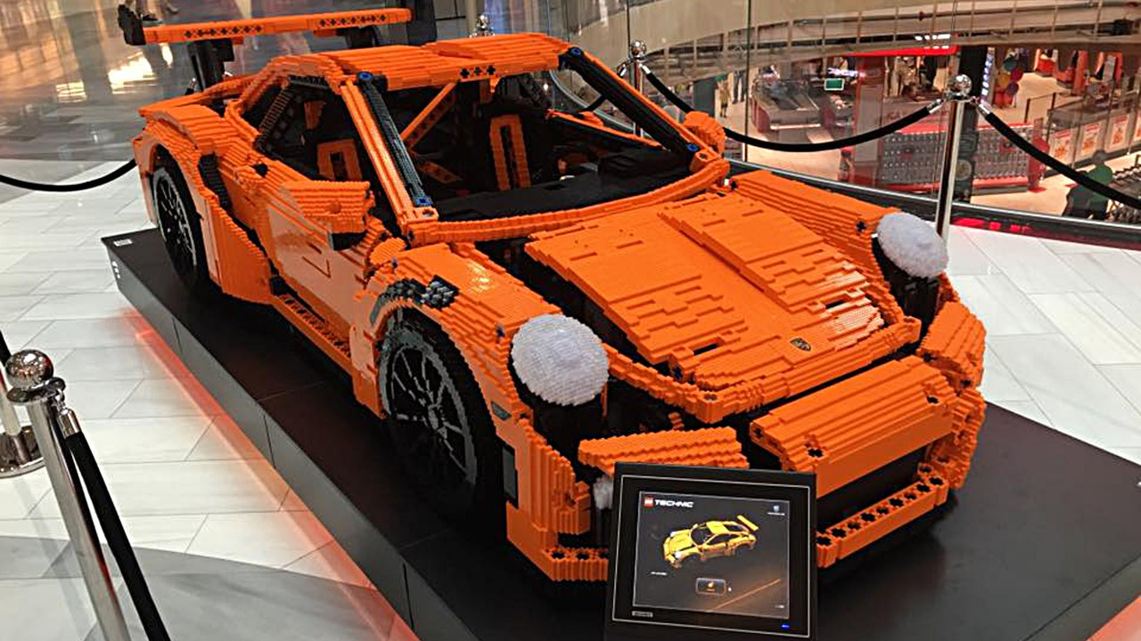 full scale porsche 911 gt3 rs brings a lego kit to life. Black Bedroom Furniture Sets. Home Design Ideas