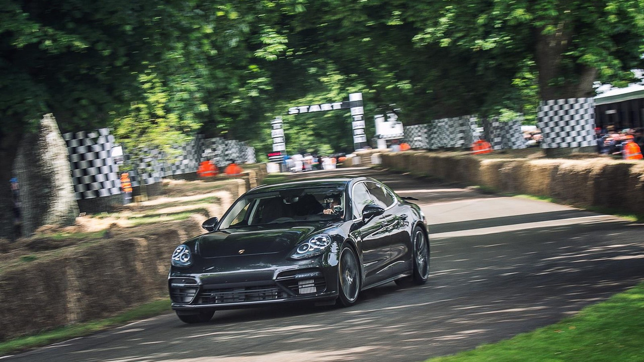 Patrick Dempsey au volant d'un prototype de Porsche Panamera Turbo à Goodwood