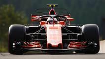 Stoffel Vandoorne, McLaren MCL32, tries the halo device