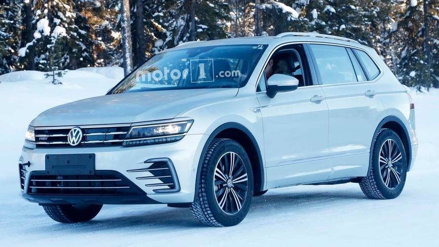 vw tiguan phev spy photos photos. Black Bedroom Furniture Sets. Home Design Ideas