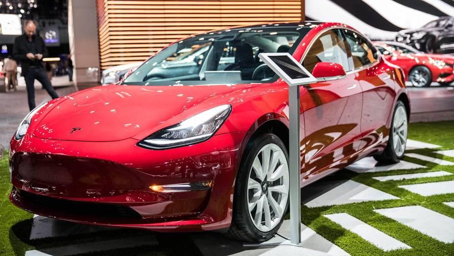 Tesla Model 3'ün çift motorlu versiyonu göründü