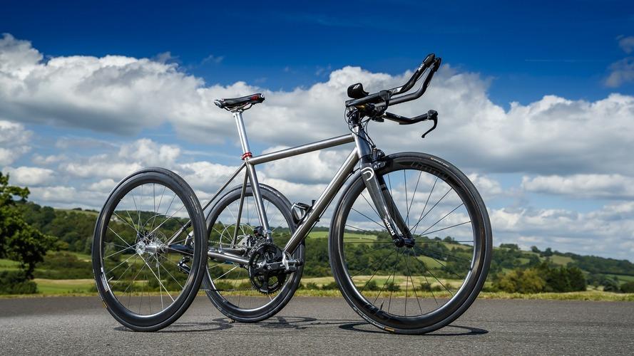 Nissan, Paralimpik'te altın madalya kazanan adam için üç tekerlekli titanyum bisiklet üretti