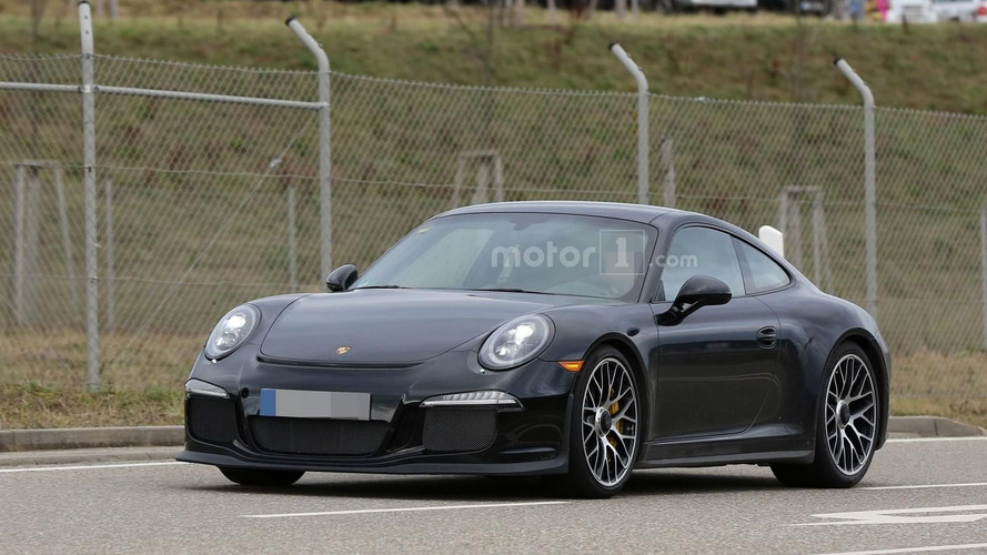 Porsche 911 R spied undisguised ahead of Geneva