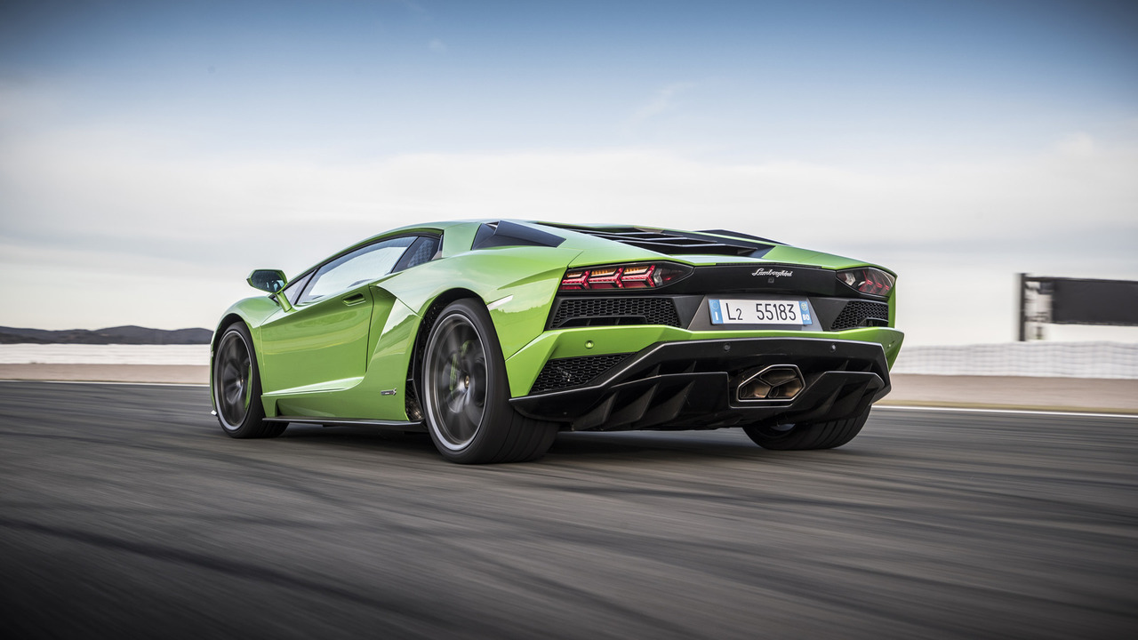 2017 Lamborghini Aventador S Coupe Photo Gallery