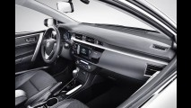 Flagra: novo Corolla já passeia de cegonha a caminho das revendas