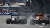 Lewis Hamilton, Mercedes AMG F1 W07 and Daniel Ricciardo, Red Bull Racing RB12