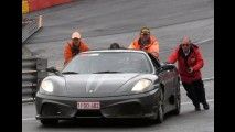 Vídeo: piloto de Ferrari perde o controle e bate em Spa-Francorchamps
