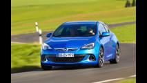 Opel Astra OPC: i segreti del 4 cilindri da 400 Nm